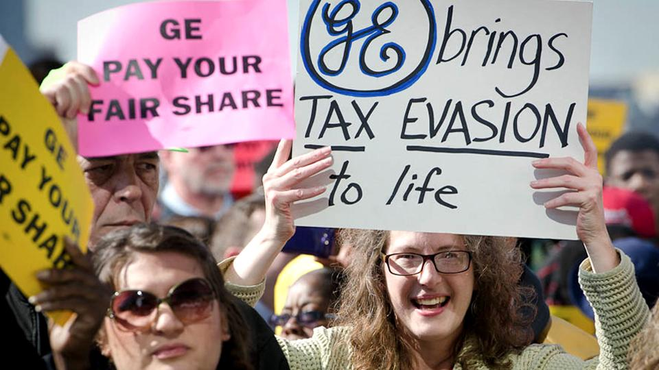 Occupy Detroit Confronts Notorious Tax Dodger GE