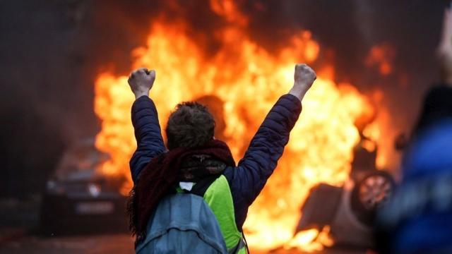 gilets jaunes, yellow jackets, Paris protests, Paris riots, anti-fuel tax, gas tax, climate measures, violent protesters